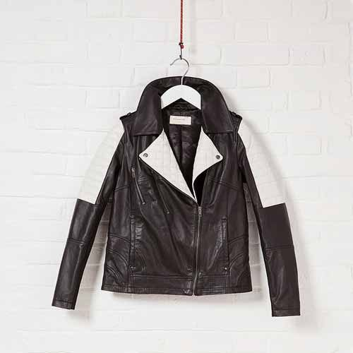 Ecommerce-grid_-Hanging-Clothes